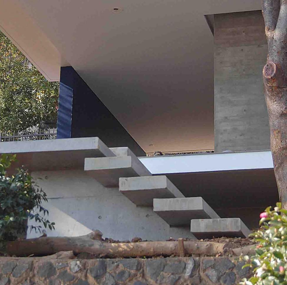 愛宕山の家・グラスハウス#2 / 擁壁の上に建つ住宅_07