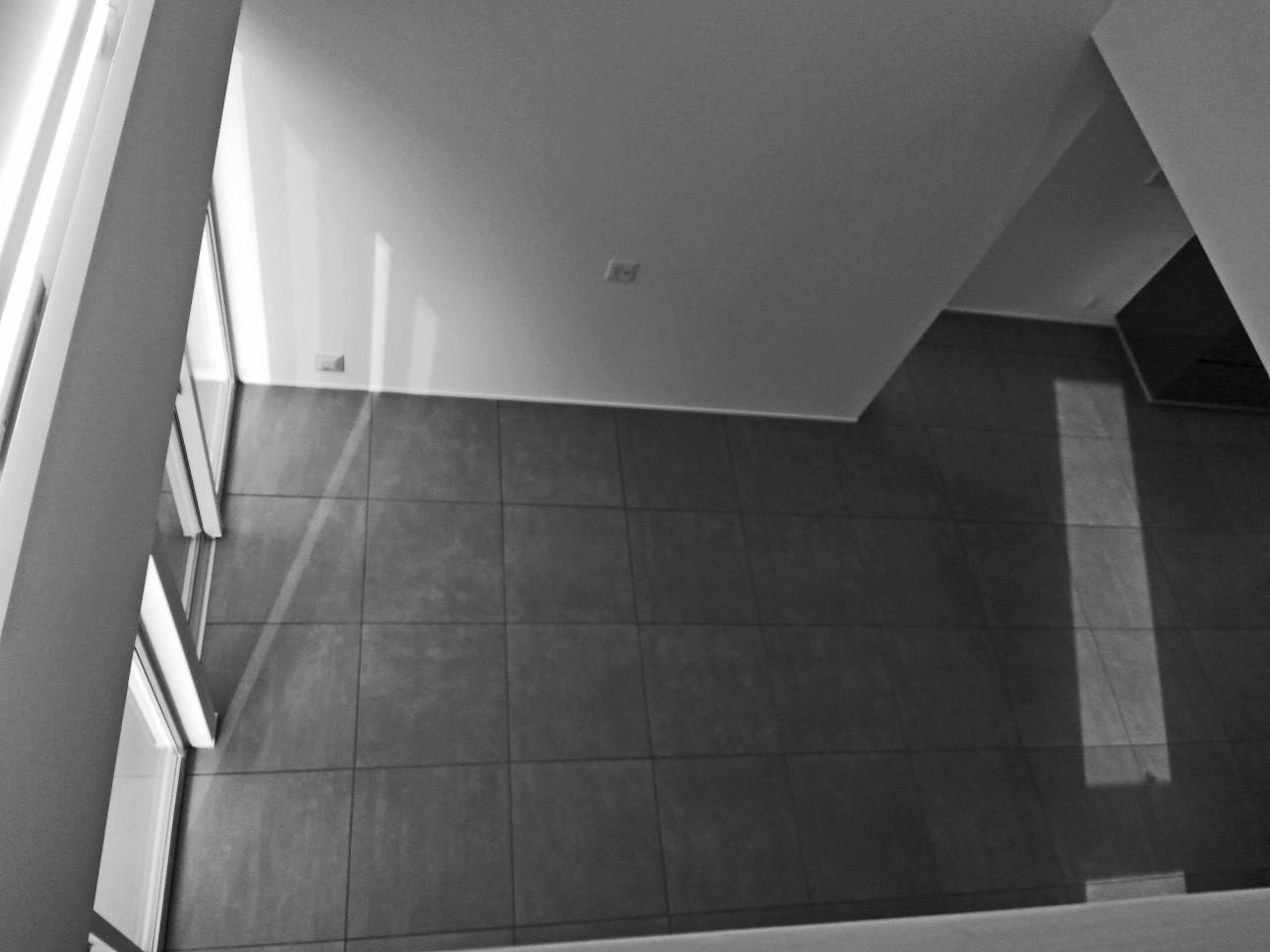 高低差のある敷地に建つ家/世田谷M邸_02